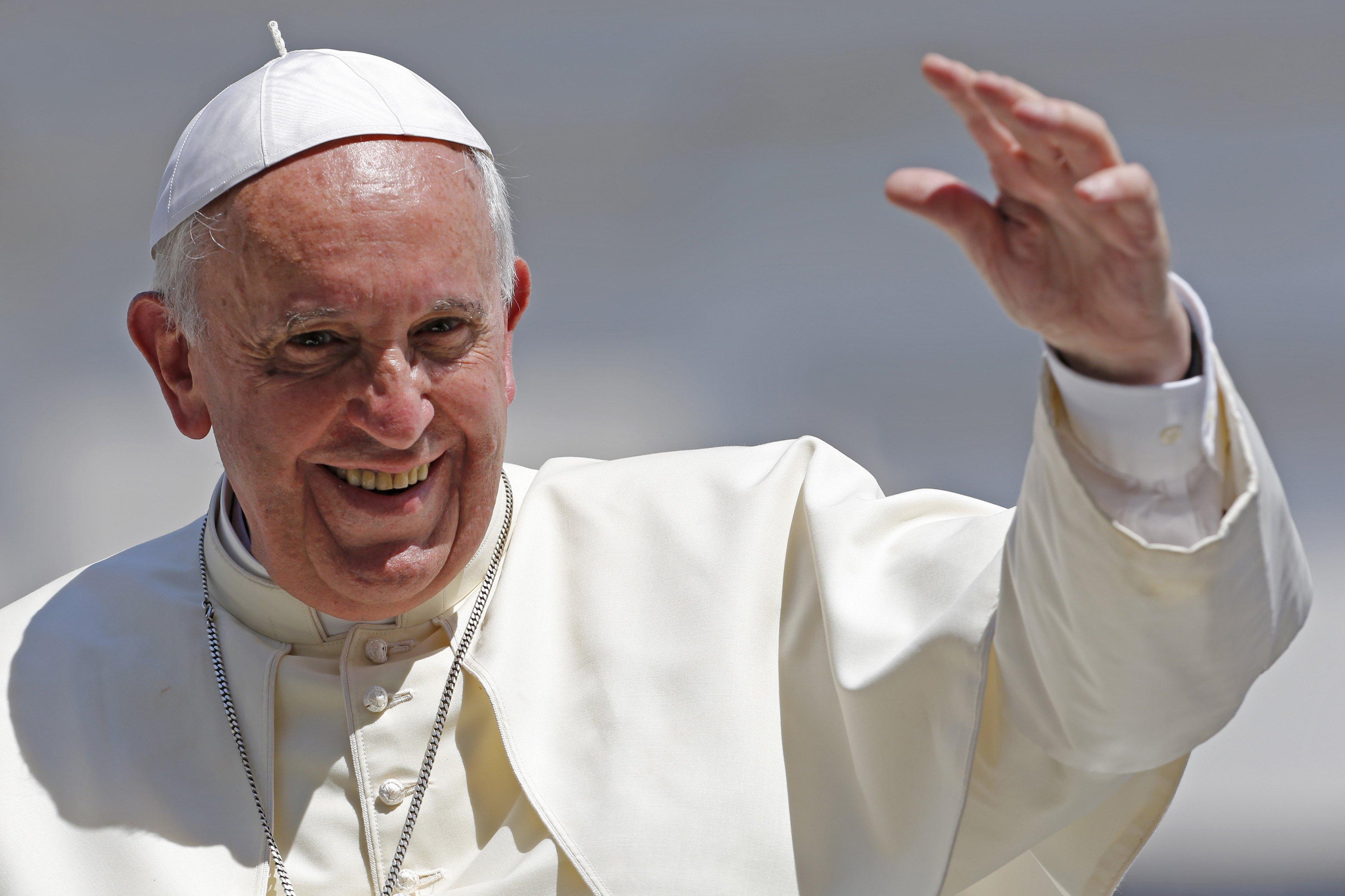 El papa llama a proteger el deporte de su explotación comercial y corrupción