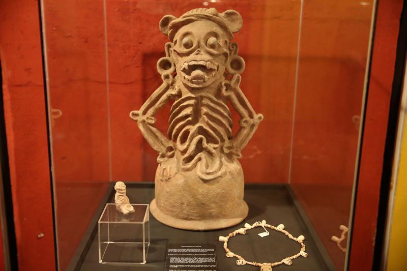 La herencia maya: los tatuajes, piercing y expansiones