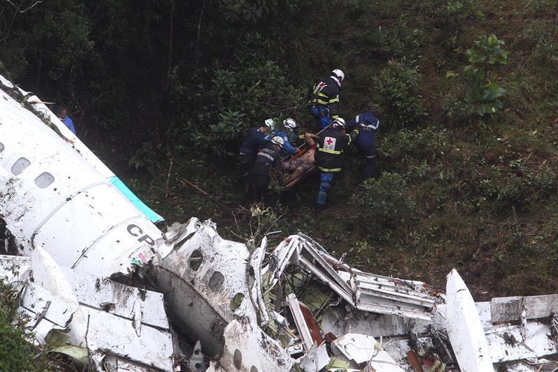 Consiguen rescatar 48 cuerpos del Chapecoense