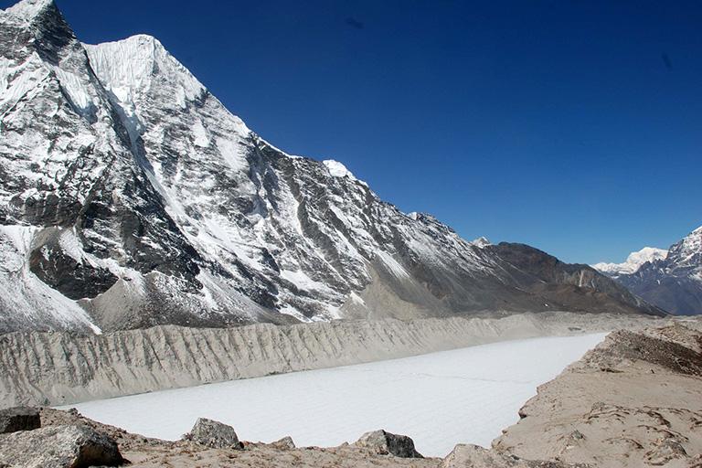 Alto crecimiento del Imja Tal lago glaciar cercano al Everest pone en riesgo a Nepal