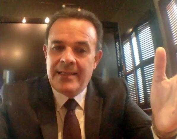 Fernando De la Mora canta a beneficio de los niños