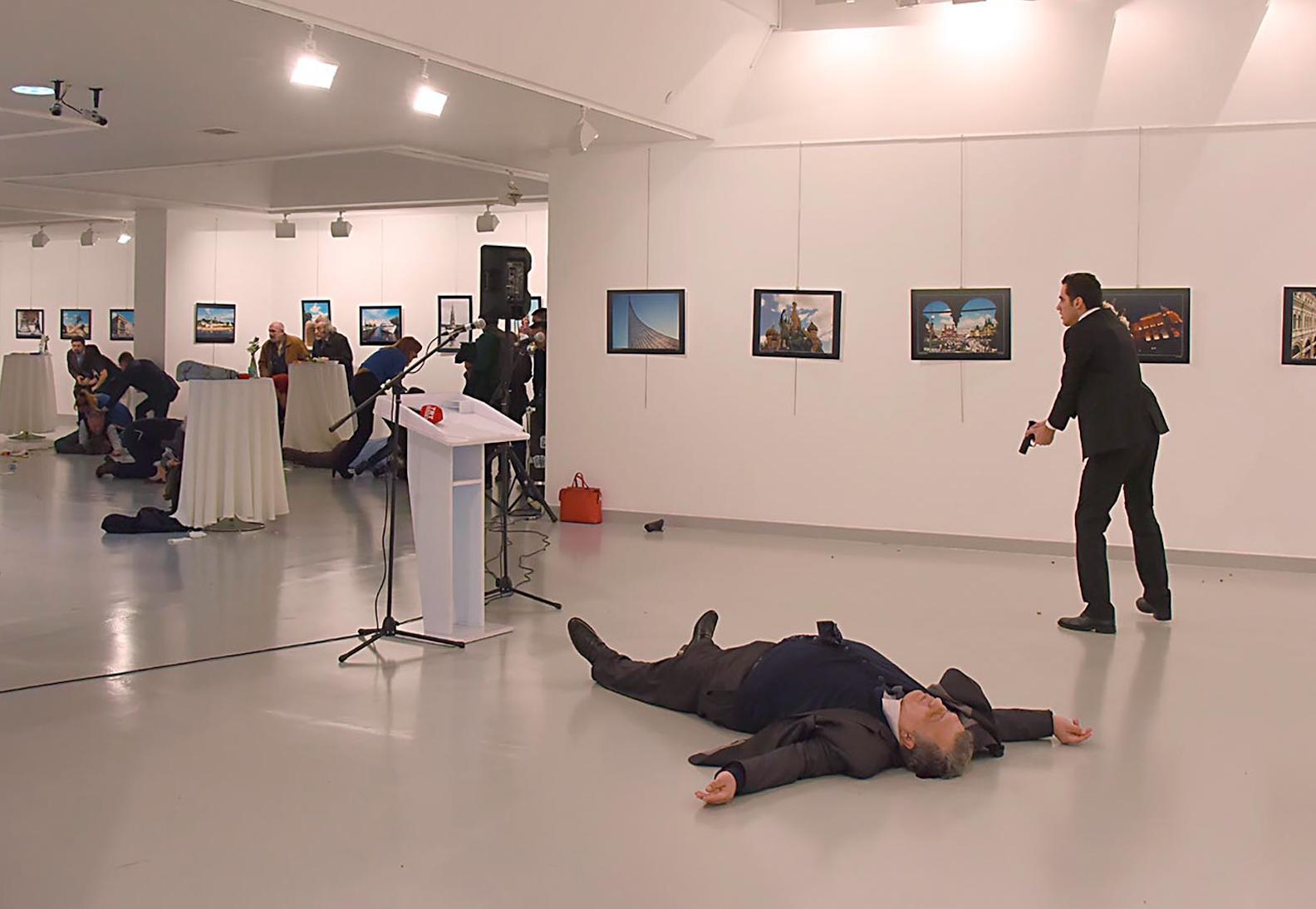 Asesinan al embajador de Rusia en Turquía