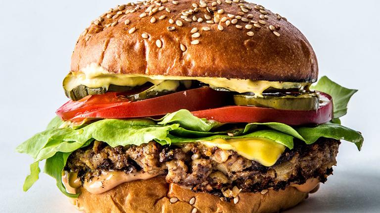 Hamburguesas veganas que te harán olvidar la carne