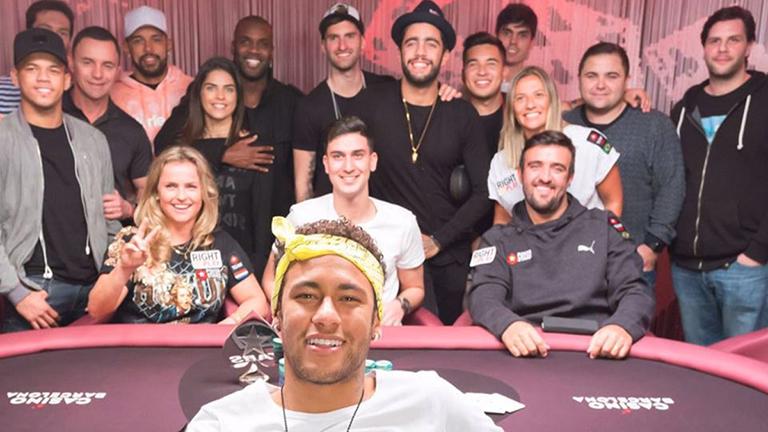 Neymar juega póker por una buena causa