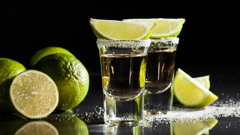 Todos los alcoholes mexicanos que deberías estar bebiendo