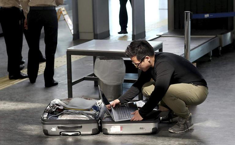 ¿Piensas viajar a Estados Unidos?  ¿Qué tan cierto o legales son  las revisiones de dispositivos móviles para ingresar a ese país?