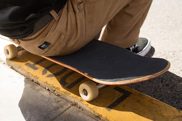 Vans lanza el pantalón perfecto para patinar