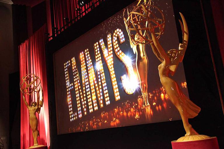 Lánzate a los Emmy con E!