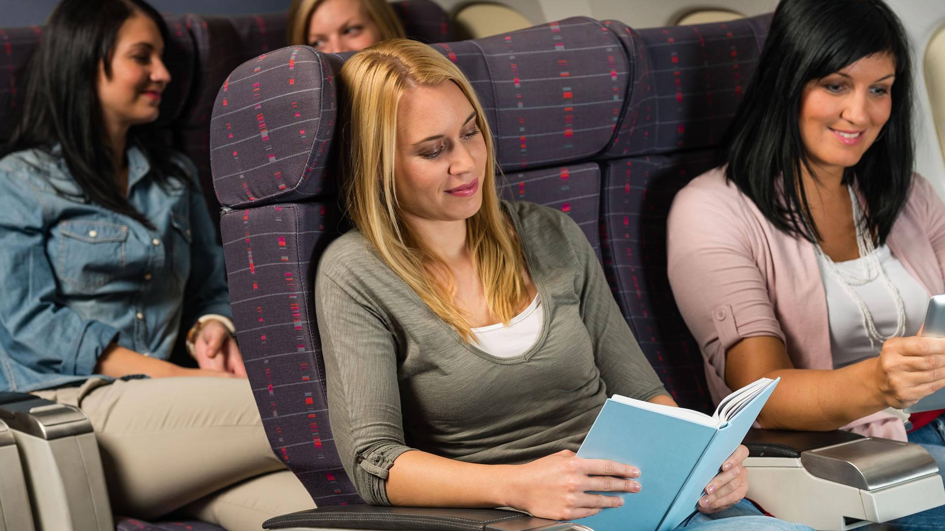 5 Tips que convertirán tu próximo vuelo de trabajo en una sesión de SPA.