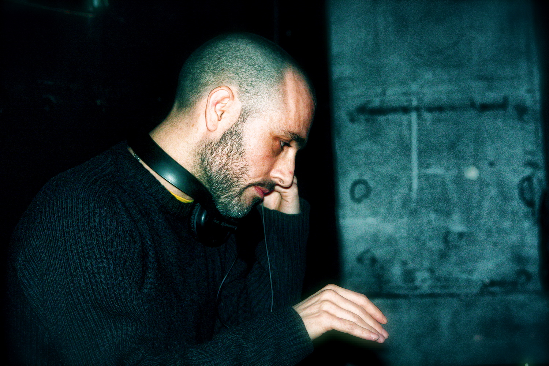 Dj CHAVEZ: un paso del hip hop a lo experimental