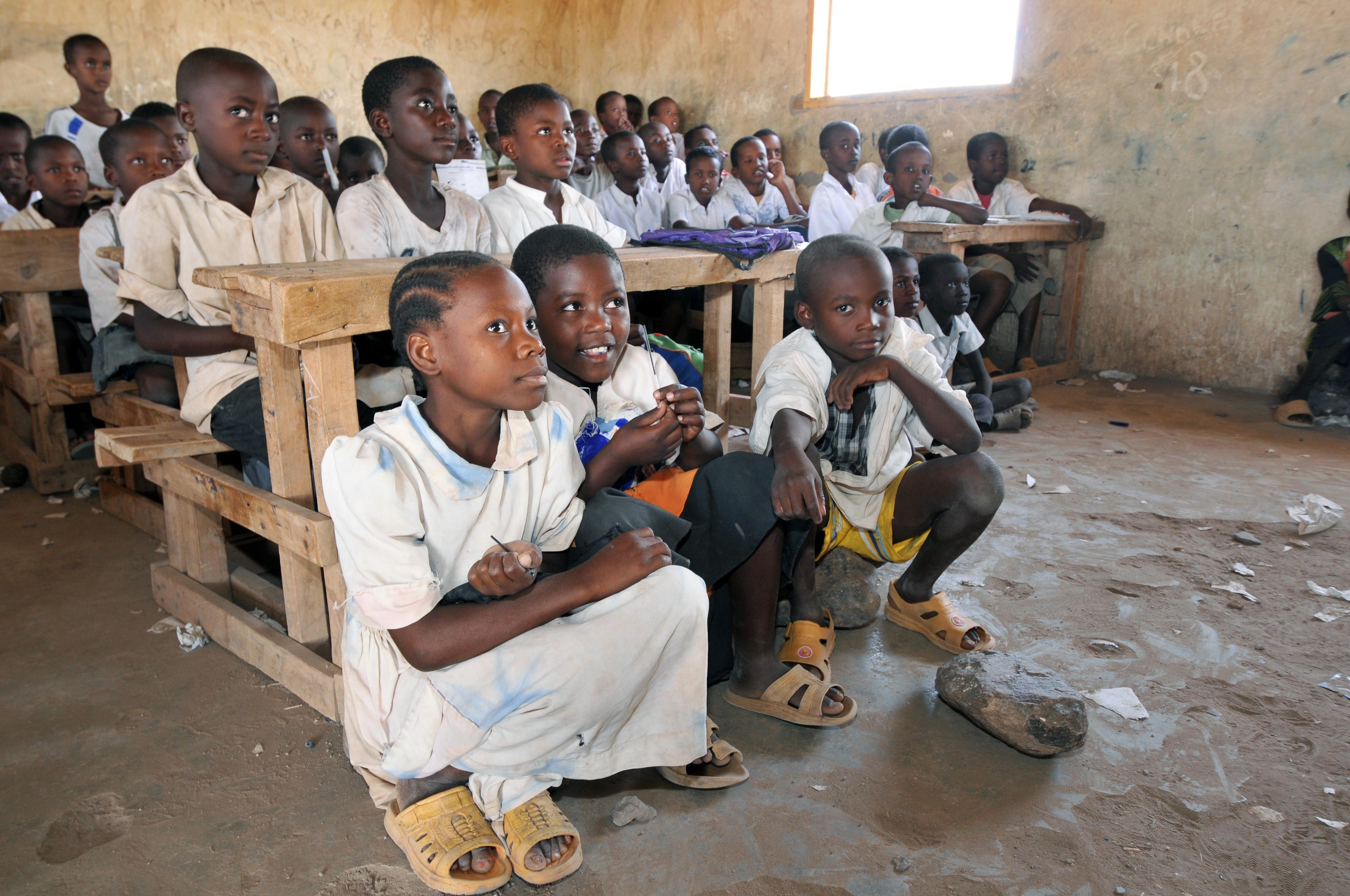 """Crean el """"cine del pueblo"""" ambulante en Sudán del Sur ante la falta de salas"""