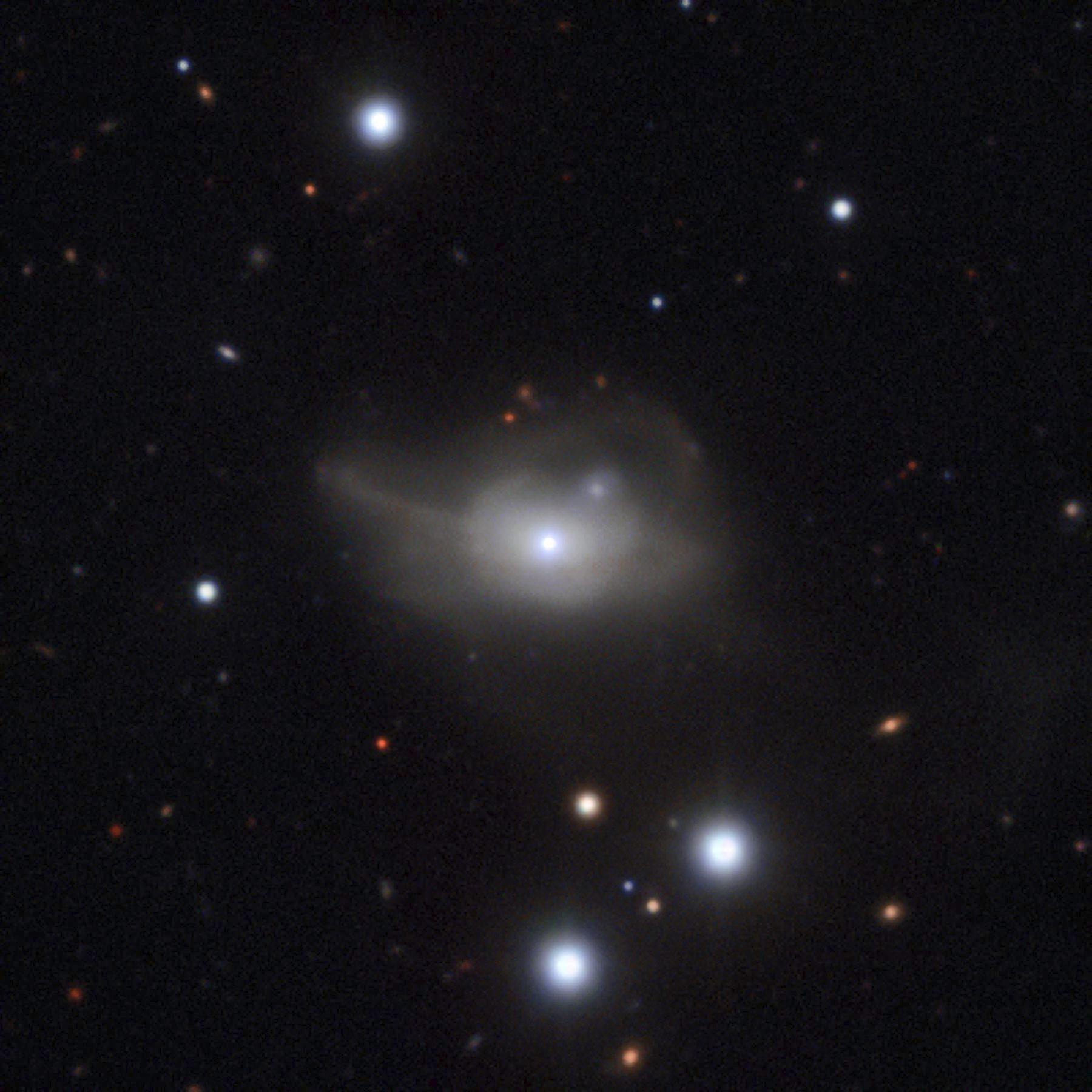 Astrónomos descubren un agujero negro que arrastra una galaxia a la oscuridad