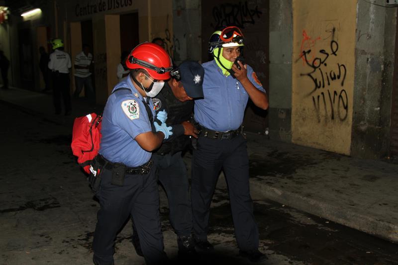 Maestros y policías se enfrentan en el sureño estado mexicano de Oaxaca