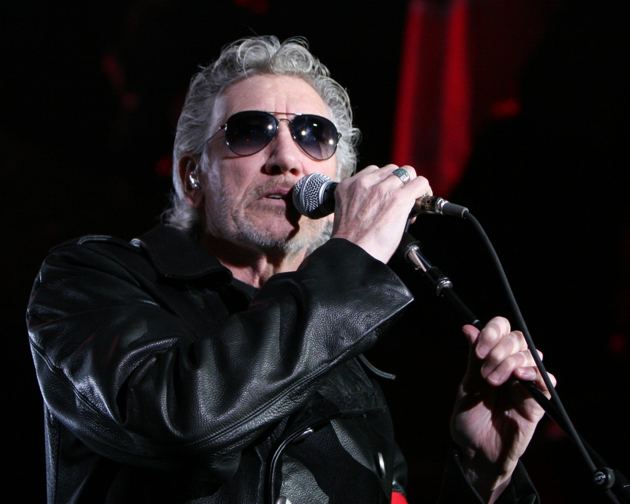 Roger Waters deja fluir música de Pink Floyd y critica a Peña Nieto y a Trump