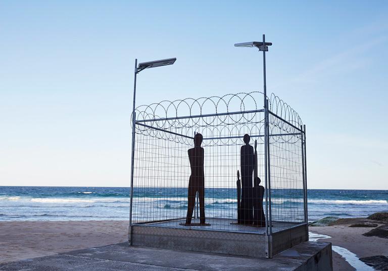 """""""Escultura en el mar"""" muestra artística en Sídney en peligro por olas de 8 metros"""