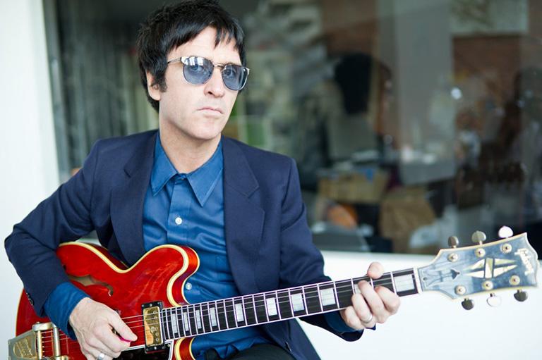 """Johnny Marr guitarrista y fundador de The Smiths escribe """"Set the Boy Free"""""""