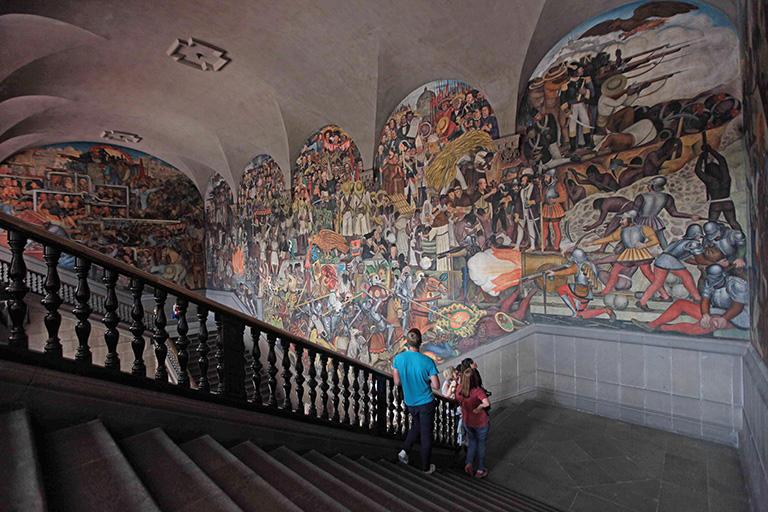 """""""Epopeya del pueblo mexicano"""": narrativa visual por Diego Rivera"""