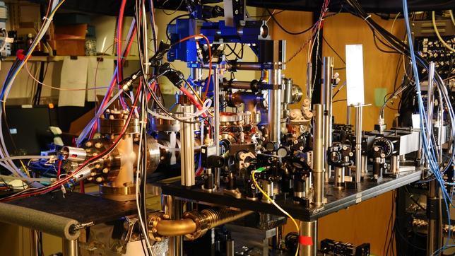 """Expertos de la NIST crean """"dos relojes atómicos en uno"""""""