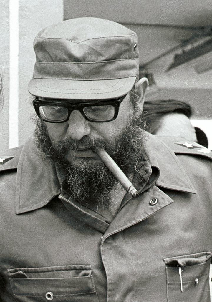Castro (8): (11/04/78).El presidente cubano Fidel Castro realiza un recorrido por zonas industriales de las provincias de Cienfuegos y Villa Clara, en el centro de Cuba. (foto: Rogelio Moré/AIN)