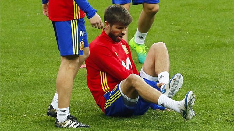 Gerard Piqué sufre fuerte golpe en el tobillo