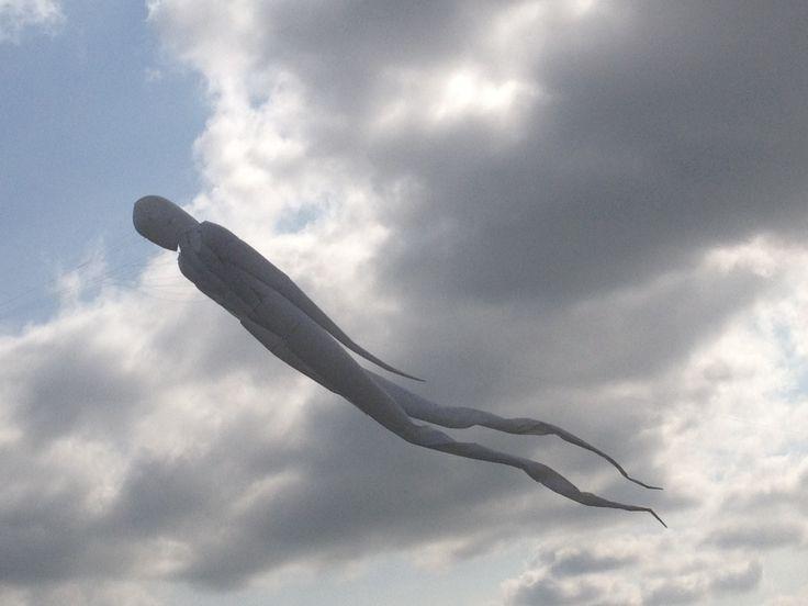Aparición de silueta humana en el cielo de Zambia