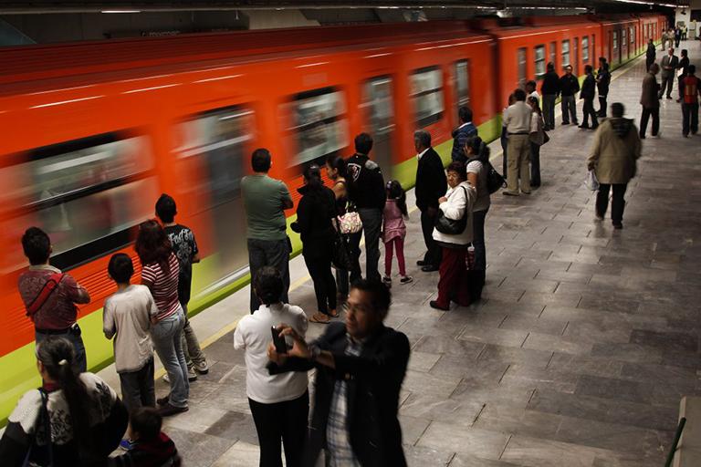 Vengador Anónimo en el metro de la Ciudad de México