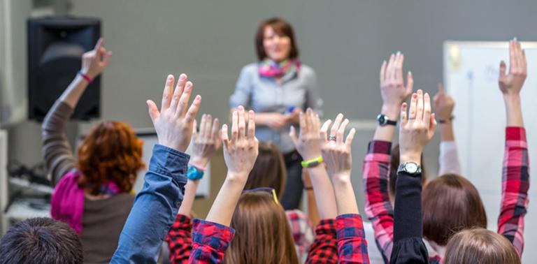 Hay que crear escuelas integrales y felices