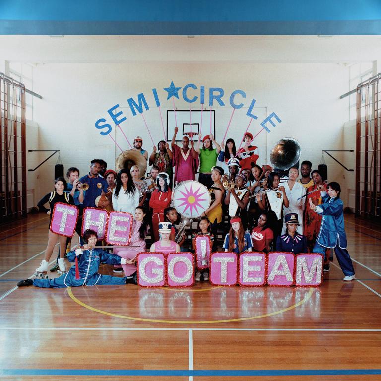 Empezando el año, The Go! Team, la banda de Brighton lanza SEMICIRCLE