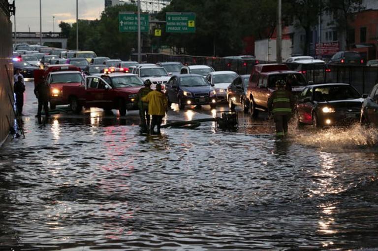 ¿Qué se hace mientras la ciudad se inunda?